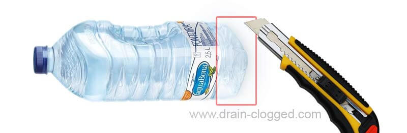 Unclog a toilet with a plastic bottle