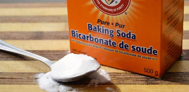 baking soda as household remedy to remove urine scale in a toilet